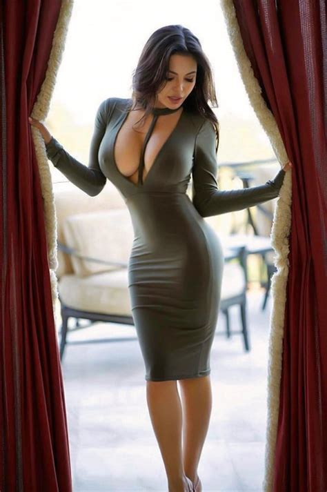 Hot girls in dresses looking sexy as hell (28 Pics