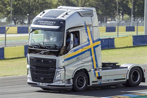 Volvo Truck Images - HD Volvo Truck Pictures Free To Download