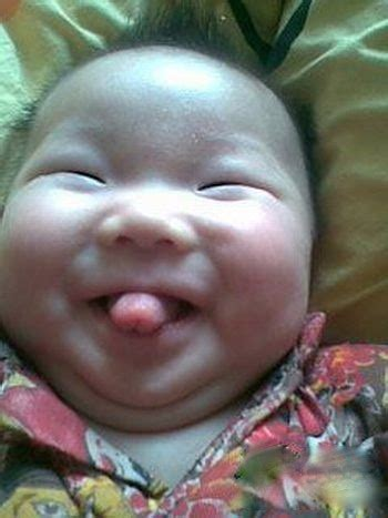 Funniest Baby Face Ever - Baby Smiles and Sticks Out