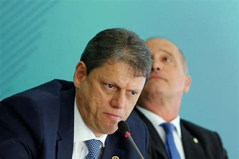 Brazil government pledges to keep hand off Petrobras - R